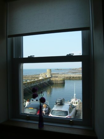 Dunure Inn : The view from our window over the harbour