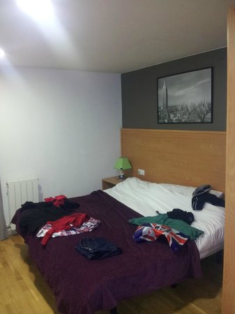 MH Apartments Ramblas : Large Bedroom