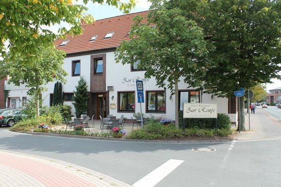Hotel Zur Rampe : Seitenansicht mit Sonnenterasse