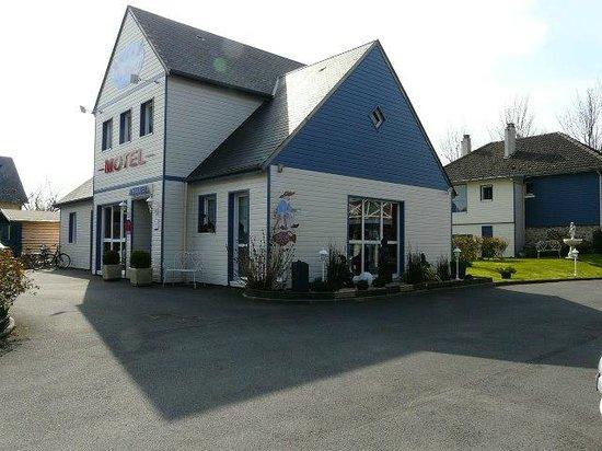 Motel Les Bleuets: L'antre deMonsieur Laurent. L'acceuil