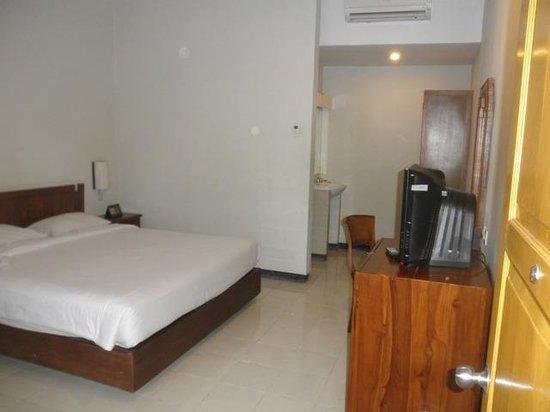 Cakra Kusuma Hotel: Standard room