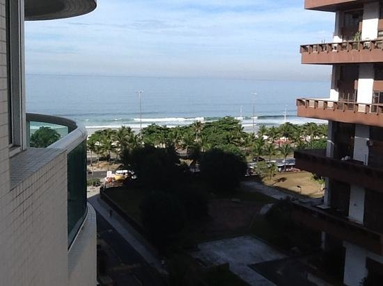 Sheraton Barra Rio de Janeiro Hotel: Belle vue sur la plage de ma chambre !