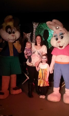 Cresswell Towers Holiday Park - Park Resorts: Sparkle and the family