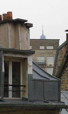 Hotel les Hauts de Passy : Eiffel tårnet i baggrunden
