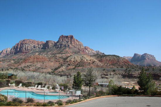Majestic View Lodge: Vue sur piscine et site de Zion