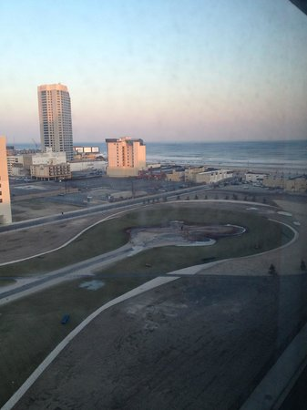 Bally's Atlantic City: Partial ocean view
