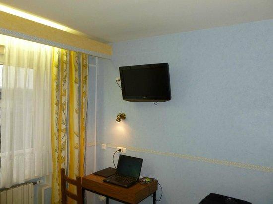 Hotel le Pacifique: le bureau la télé