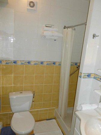 Hotel le Pacifique: la salle d'eau et le WC