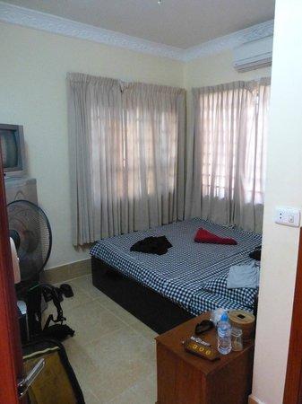 Mingalar Inn: notre petite chambre double
