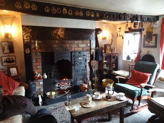 The Cross Keys Temperance Inn: The parlour