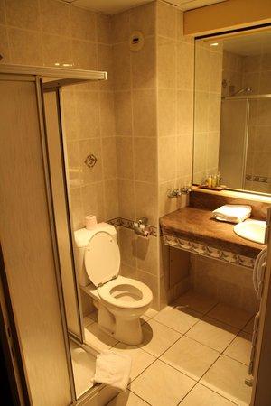 Hôtel le Challonge : Salle de bain