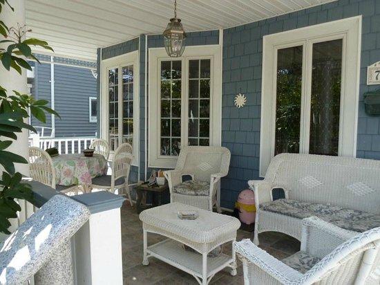 Bibi's Garden Bed and Breakfast: terrace