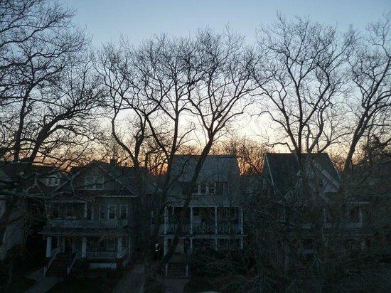 Bibi's Garden Bed and Breakfast: sunrise from 3rd floor