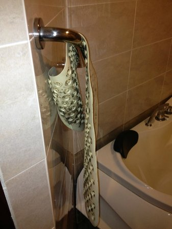 Awana Hotel: Bath mat, no thanks!