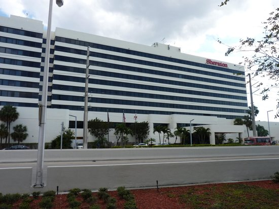 Sheraton Miami Airport Hotel & Executive Meeting Center: la facade
