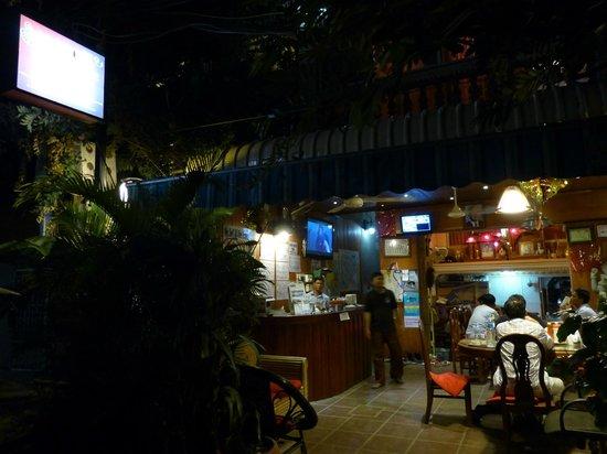Okay Guesthouse Phnom Penh : entrée de la okay guesthouse