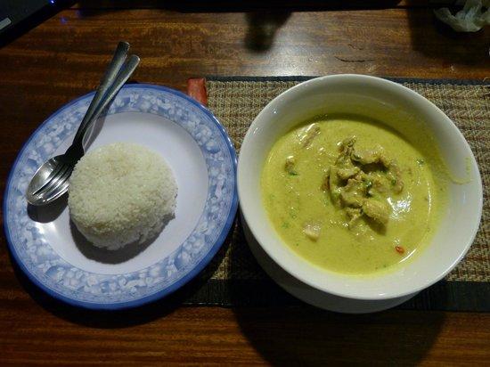 Okay Guesthouse Phnom Penh : poulet amok avec du riz