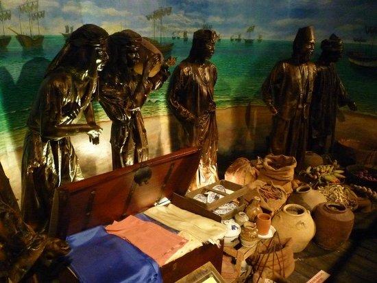 Flora de la Mar Maritime Museum: 内部には航海の様子や交易の様子などが展示されている。