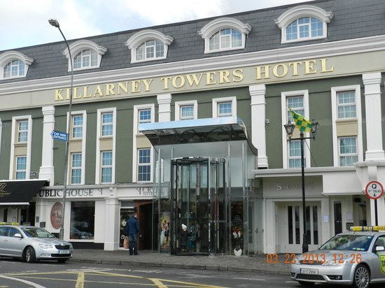 Killarney Towers Hotel & Leisure Centre: Right in town!