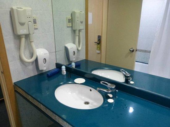 Golan Hotel: Bathroom