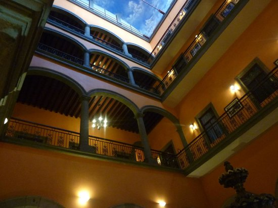 Hotel Morales Historical & Colonial Downtown Core: Hotel Morales - inside