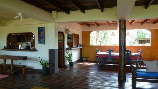 CABANAS LA COQUITA : kitchen and living room