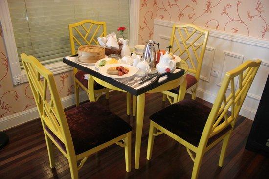 Le Sun Chine: breakfast in room