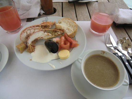 The Grill (Grand Hyatt Hong Kong) : Yummy mushroom soup & grapefruit juice