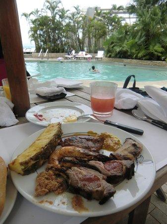 The Grill (Grand Hyatt Hong Kong) : BBQ food by the pool