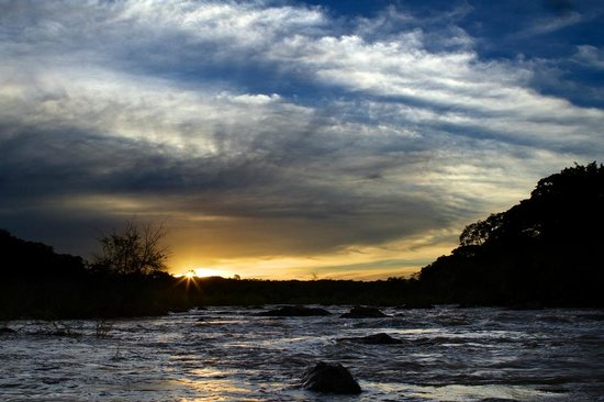 Bua River Lodge: Wonderful skies .....