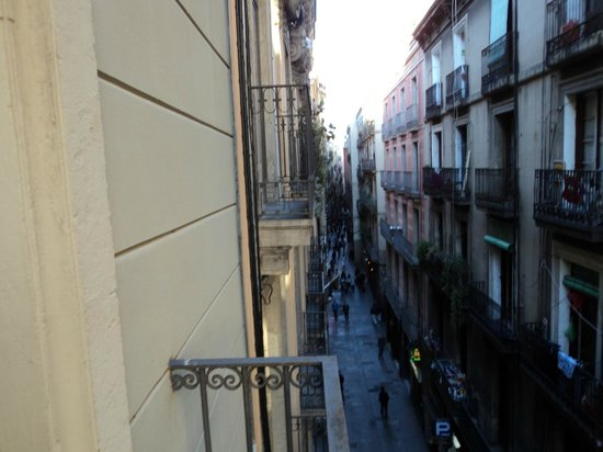 Las Ramblas Passatge Bacardi Apartments: The noise passage behing the building and the view outside the bedroom's balcony