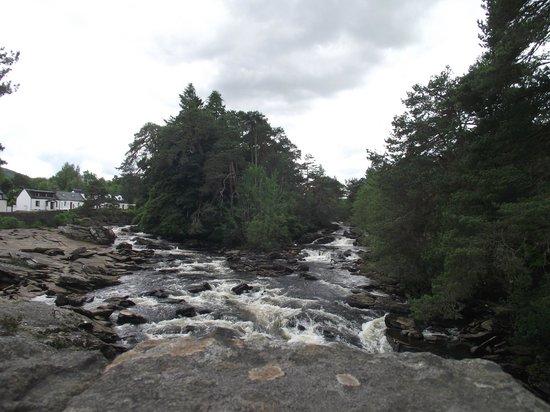 Coach House Hotel: The Dochart Falls