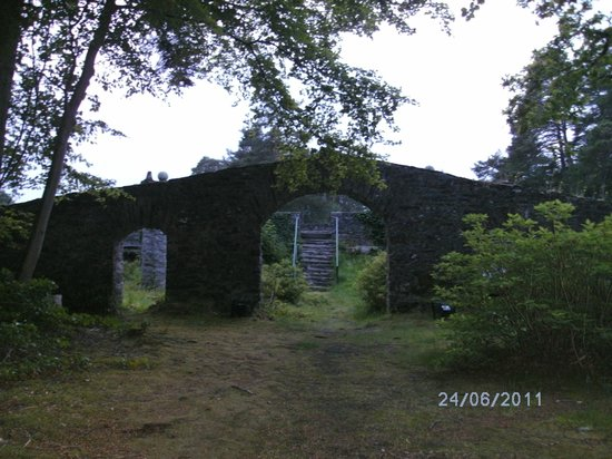 Coach House Hotel: another picture of the mausoleum