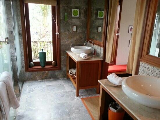 Hoi An Chic Hotel: Badezimmer