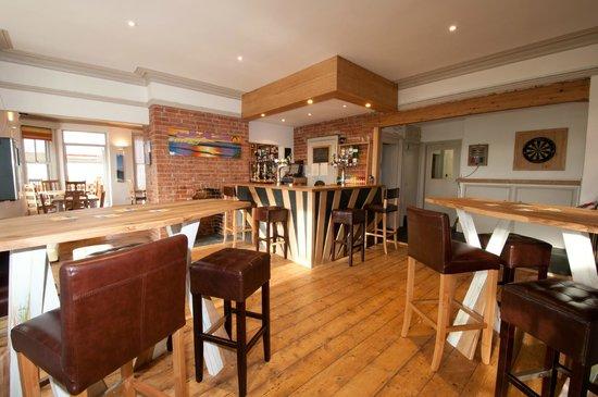 Crooklets Inn: Main Bar