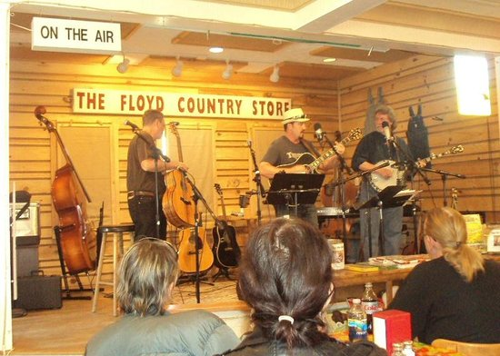 Floyd Country Store: Great acoustic music!