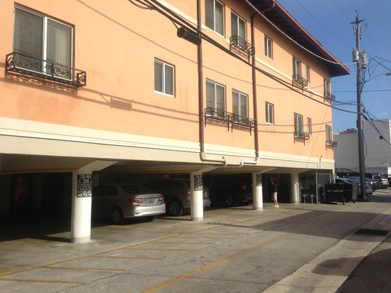 Sun Harbour Boutique Hotel: Parking at rear of Hotel
