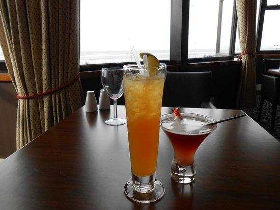 Aspect Bar & Bistro: Cocktails enjoyed!