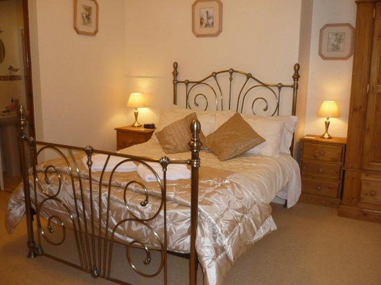 Boulmer Guest House: Room 7 Ground floor large double/family room en-suite