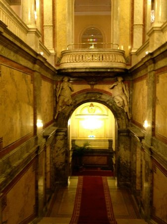 Hotel Imperial Vienna: Take the stairs!