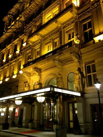 Hotel Imperial Vienna: View of my room above the main entrance