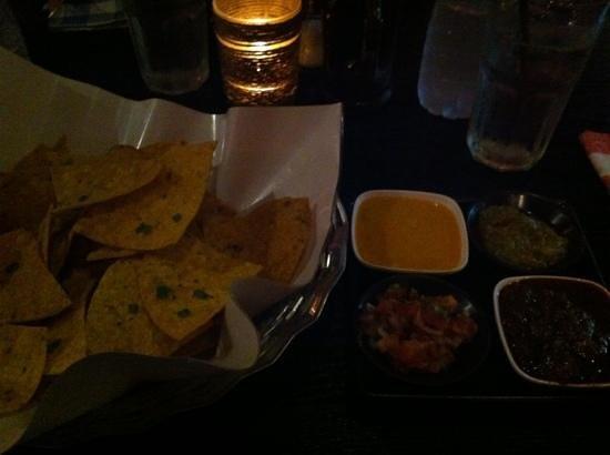 Texas Steakhouse : plain nachos, beyond good!