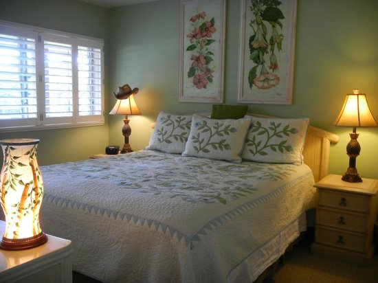 Wailua Bay View Condominiums: Soothing colors and soft breezes