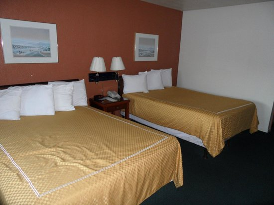 Days Inn & Suites Hayward: Habitación