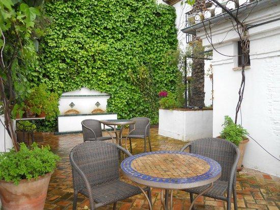 Carmen de la Alcubilla del Caracol: la terrazza delle colazioni (quando il tempo è buono!)