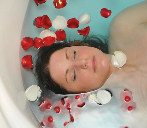Lydstep, UK: Relax in our hydrotherapy bath...