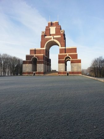 In The Footsteps Battlefield Tours : Thiepval Memorial, Somme