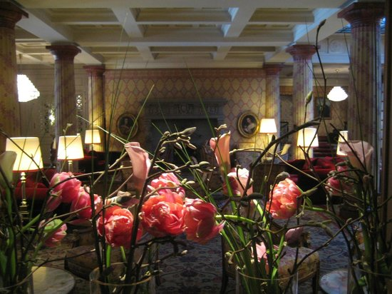 Kulm Hotel St. Moritz: Flower decorations