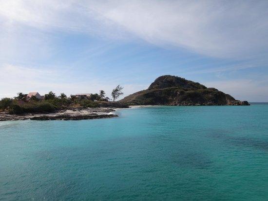 Isla de Caja de Muertos: Arriving to Caja de Muertos..I had never seen this color of water before except in magazines