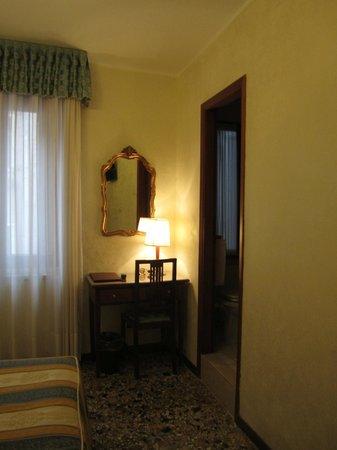 Hotel Hesperia: A pretty desk and mirror in a corner of my single room